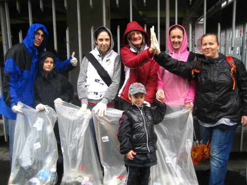 Das Adina-Team beim Müllsammeln in Budapest  ©Toga Hotels