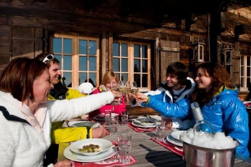Gemütliche Einkehr im Bergrestaurant Wasserngrat ©Gstaad Saanenland Tourismus.