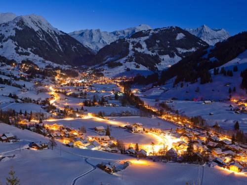 Gstaad bei Nacht ©Gstaad Saanenland Tourismus.