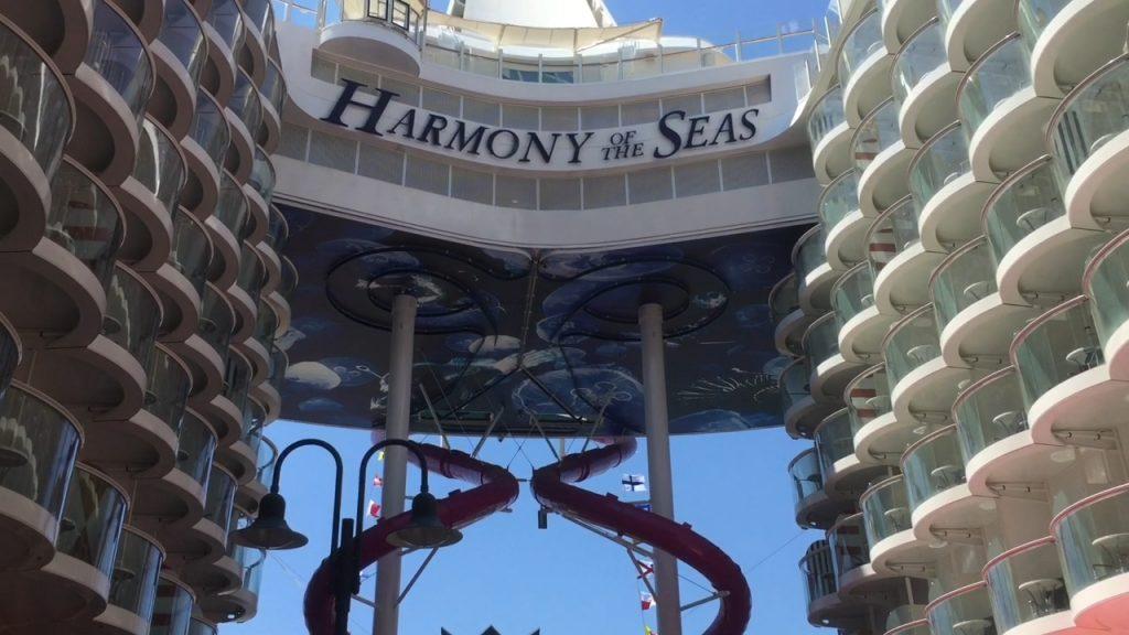 harmony of the seas gr tes kreuzfahrtschiff der welt erwartet erste g ste tv travelnews24. Black Bedroom Furniture Sets. Home Design Ideas