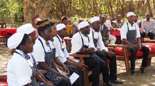 Die erste Abschlussklasse der Singita School of Cooking in Tansania - Copyright: Singita